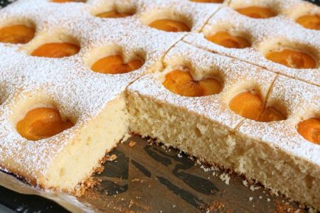 Fluffiger Marillenkuchen