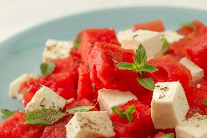 erfrischender melonen feta salat rezept. Black Bedroom Furniture Sets. Home Design Ideas