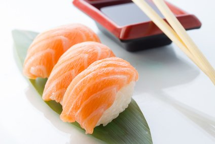 sushi h ppchen mit lachs rezept. Black Bedroom Furniture Sets. Home Design Ideas